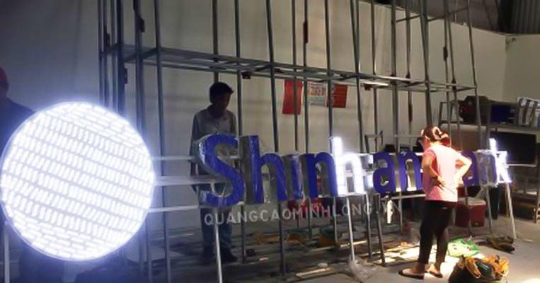 cong-trinh-thi-cong-bien-hieu-chu-noi-ngan-hang-shinhan-bank5