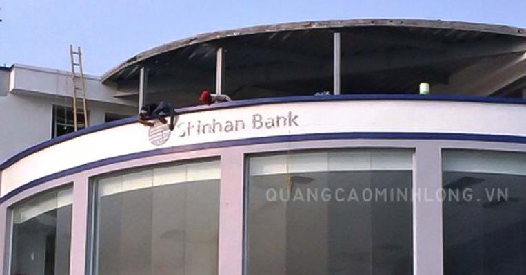 cong-trinh-thi-cong-bien-hieu-chu-noi-ngan-hang-shinhan-bank8
